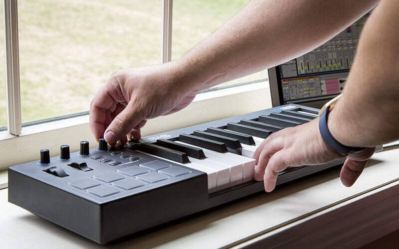 10 Best Cheap MIDI Keyboard Controllers Under $100